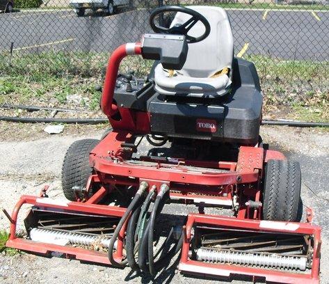 Toro 3250 Triplex in Calverton,