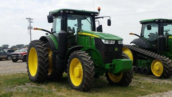 2014 John Deere 7230R in