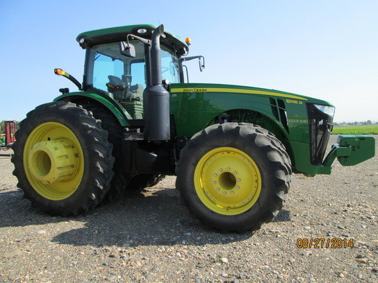 2011 John Deere 8335R in