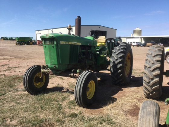 John Deere 4020 in Beach,
