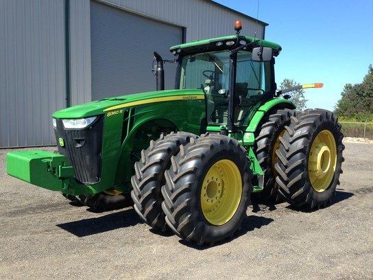 2013 John Deere 8360R in