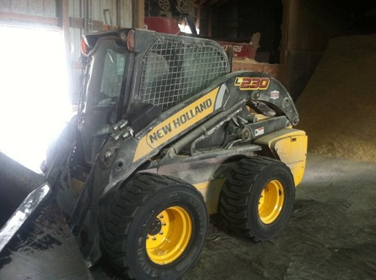 2012 New Holland L230 in