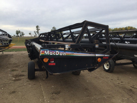 1998 MacDon 962 in Bowman,