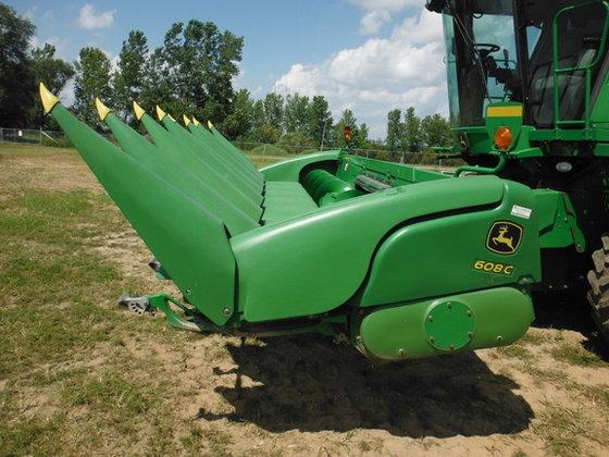 2009 John Deere 608C in