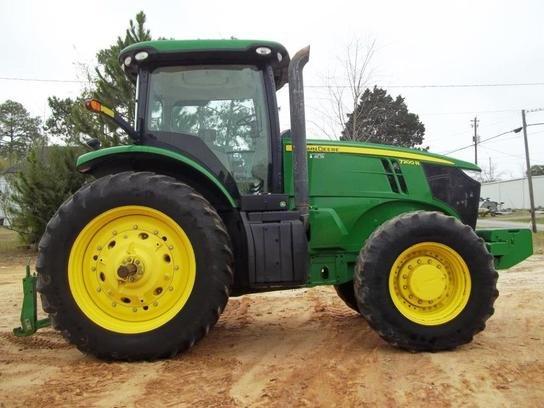 2011 John Deere 7200R in
