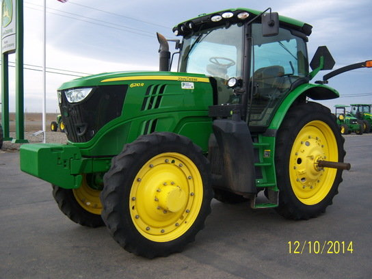2012 John Deere 6210R in