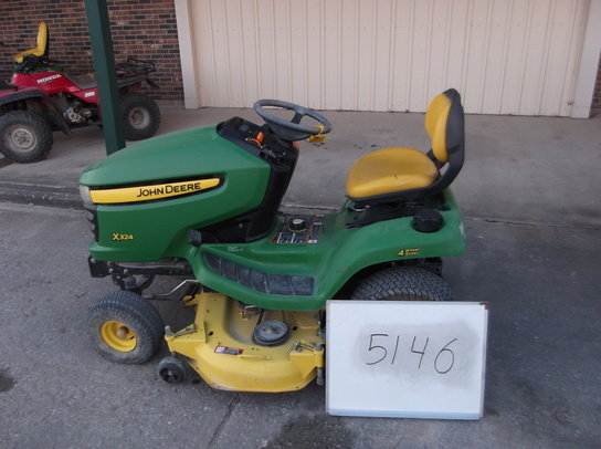 John Deere X324 in Mount
