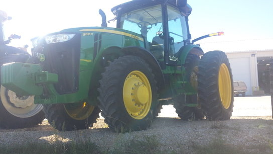 2012 John Deere 8285R in