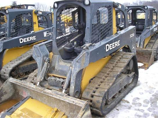 2012 John Deere 323D in