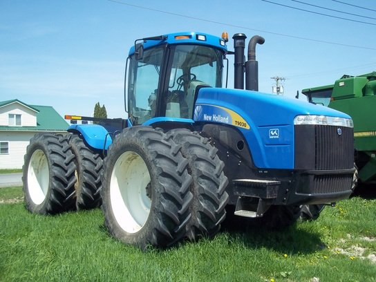 2010 New Holland T9030 in