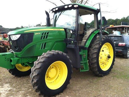 2013 John Deere 6140R in