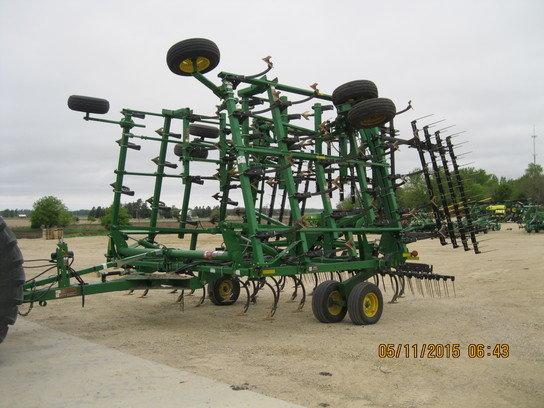 2011 John Deere 2210 in