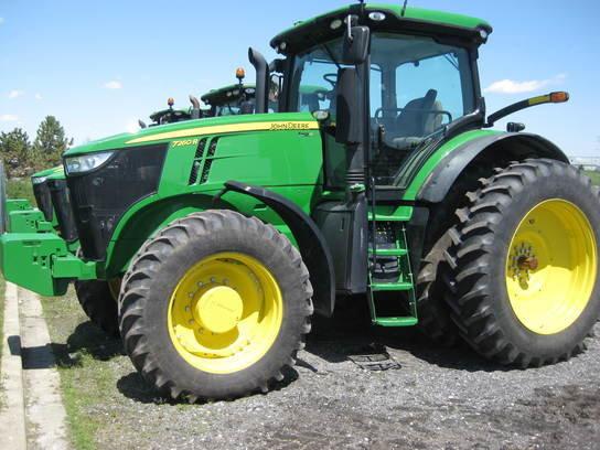 2013 John Deere 7260R in