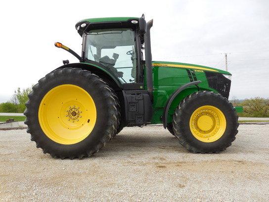 2012 John Deere 7230R in
