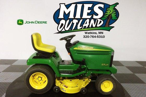 2003 John Deere 335 in