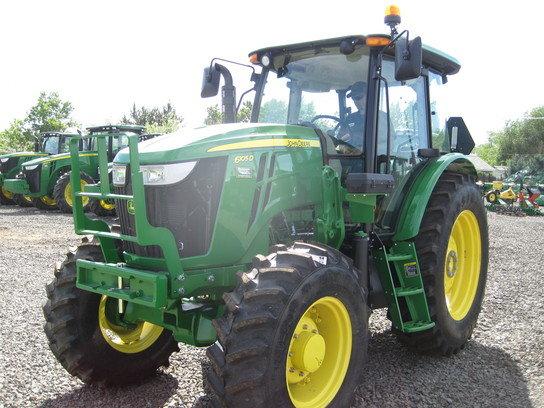 2015 John Deere 6105D in