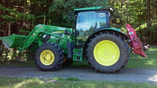 2014 John Deere 6105R in