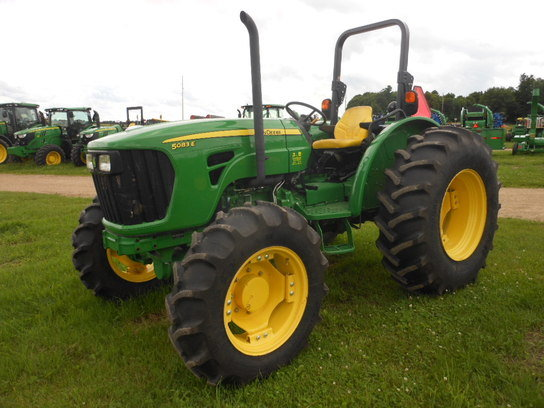2013 John Deere 5083E in
