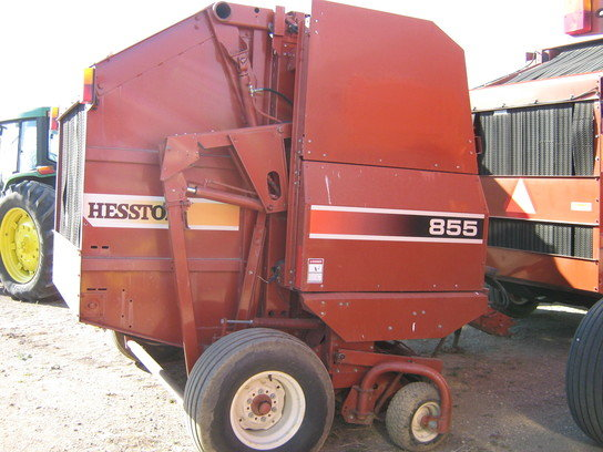 2000 Hesston 855 in Red