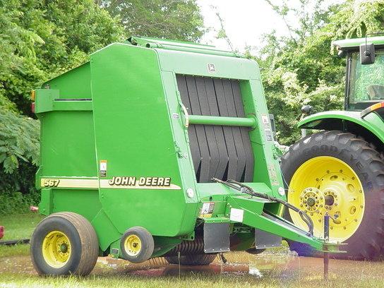 2001 John Deere 567 in