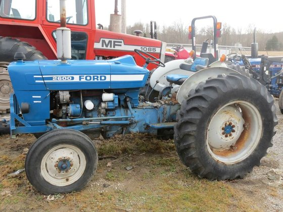 Ford 2600 2-WD, nice in
