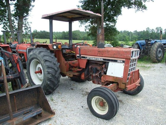 International 884 IH, 2wd, canopy,