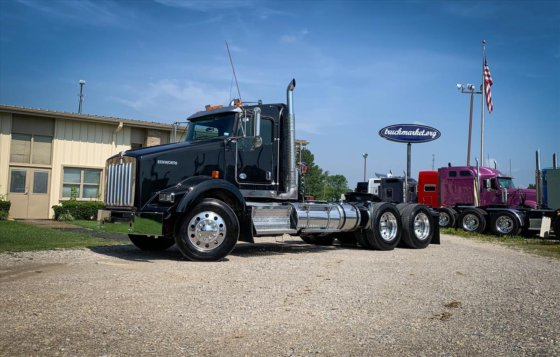 2012 Kenworth T800 DAYCAB in Olive Branch, MS, USA