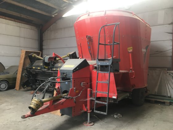 Kuhn feed mixer in Sint-Laureins, Belgium
