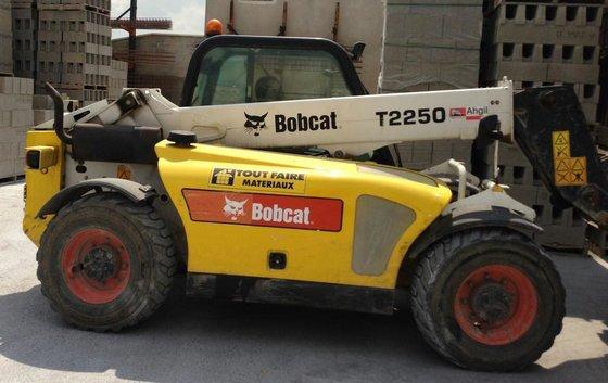 2009 Bobcat T 2250 in