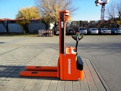 2014 Doosan LEDS16 in Bietigheim-Bissingen,