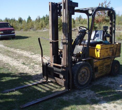 5,000 lb  CATERPILLAR Model V50D Forklift