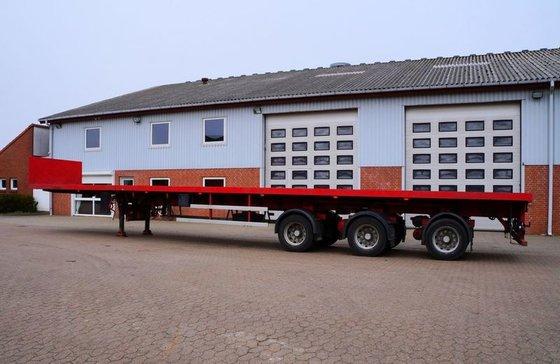 2004 Nooteboom Flatbed semi-trailer in