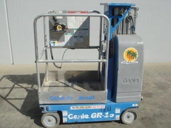 2005 GENIE GR-15 ELECTRIC SINGLE MAN LIFT #16888 in San Diego, CA, USA