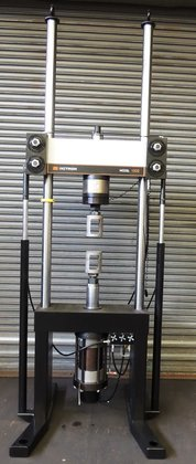 Instron Model 8502 55 KIP