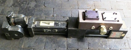 MTS Model 204.52 Hydraulic Actuator
