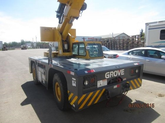 2002 GROVE YB4410 in Edmonton,
