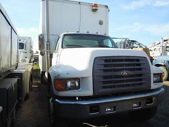1998 FORD F900 in Edmonton,