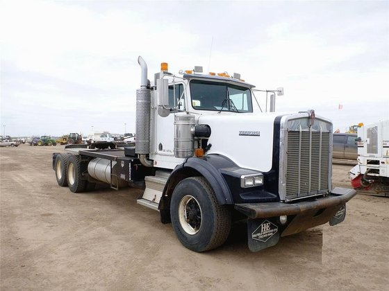 2000 KENWORTH T800B in Edmonton,