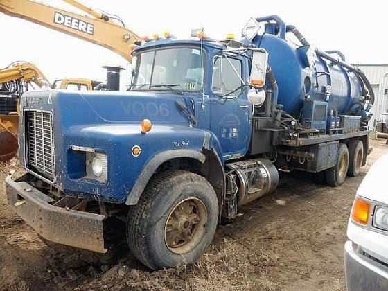 1997 MACK RD686S in Edmonton,