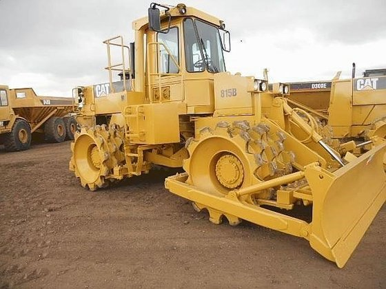 1988 CATERPILLAR 815B in Edmonton,