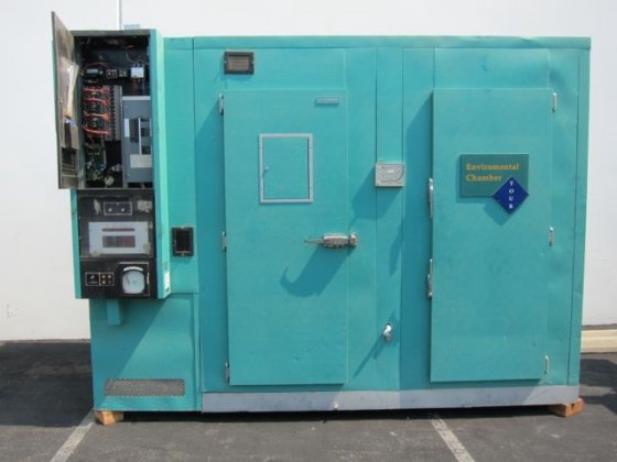 ConViron Environmental Chamber 7704 in