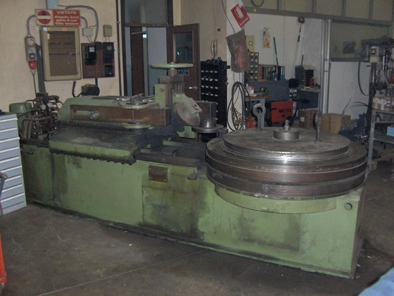 Ring former rotating table machine
