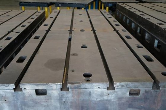 (1) CAST IRON T-SLOTTED FLOOR