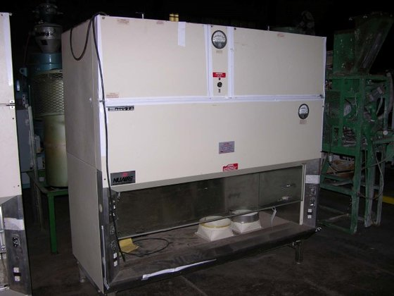 Nuaire 415-600 5' FUME HOOD