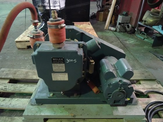 Welch 1374 VACUUM PUMPS in