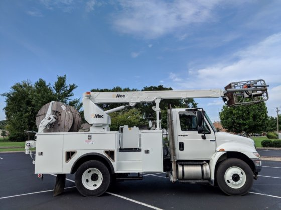 UNDER CDL!! 2009 International 4300 DURASTAR Altec A40P Cable Placer bucket  truck!! CLEAN!! LOWERED PRICE!!-Like Telsta T40 in Nashville, TN, USA