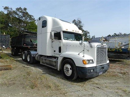 2000 FREIGHTLINER FLD120 in Greeleyville,