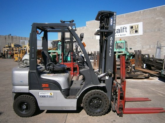 2005 NISSAN 01ZPLO2A25U Counterbalance Forklift