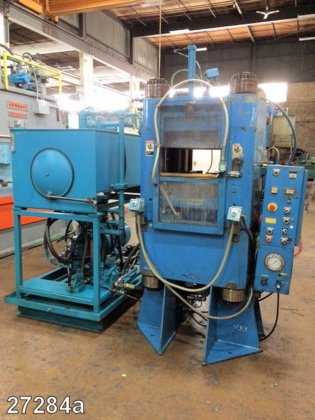 1000 Ton Clifton Hydraulic Molding Press in Elk Grove Village