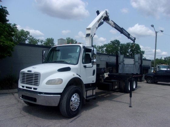 2011 FREIGHTLINER BUSINESS CLASS M2 106 in St  Louis, MO, USA